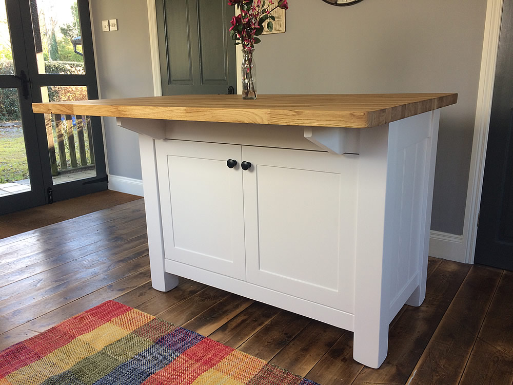 freestanding kitchen islands painted kitchen islands. Black Bedroom Furniture Sets. Home Design Ideas